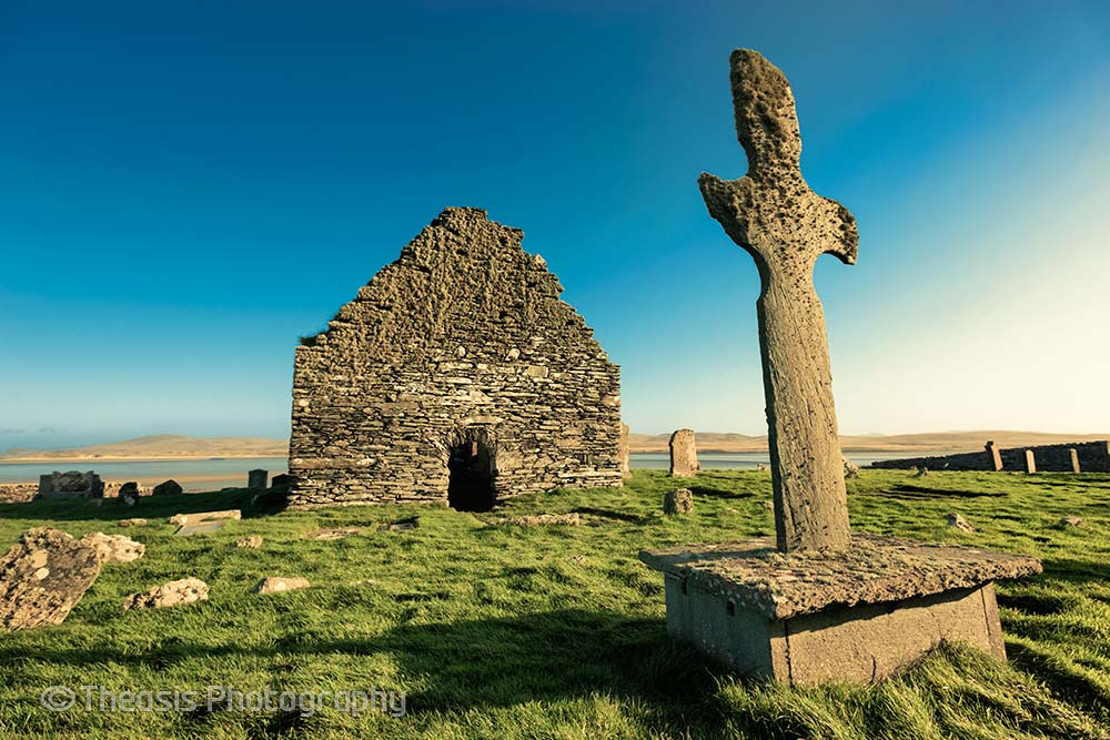 Kilnave cross and chapel from the west.